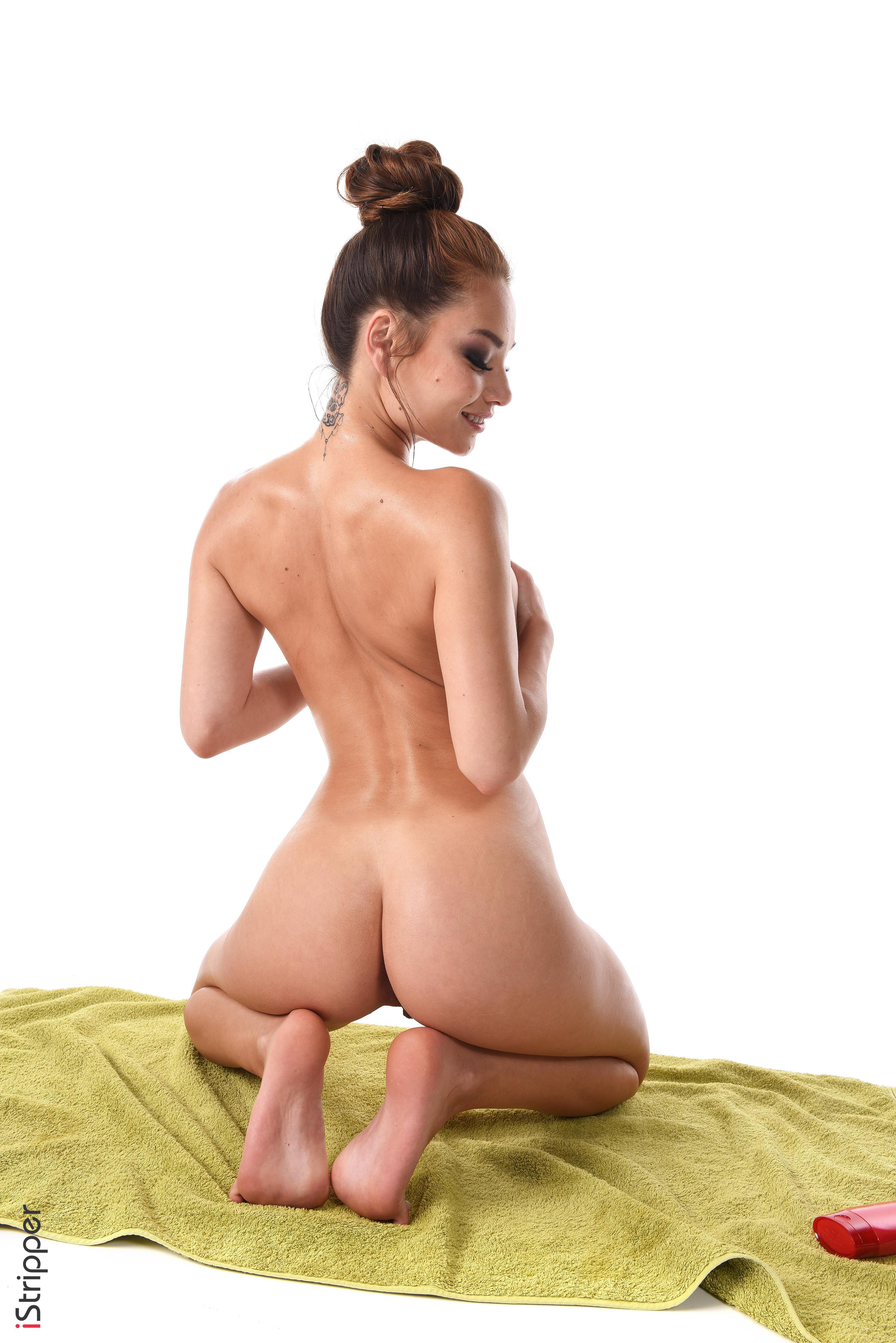 nude wallpaper com