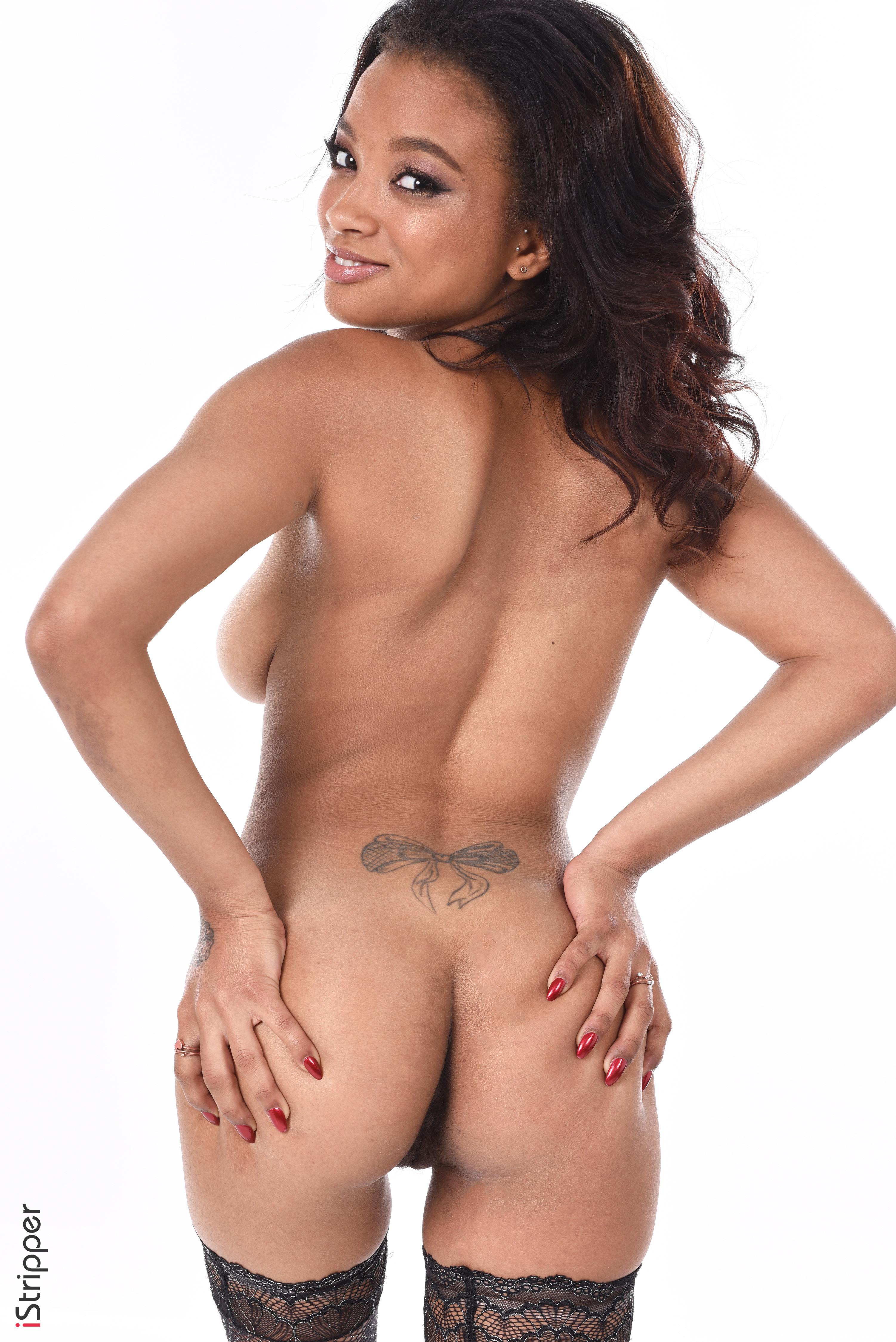 nude elizabeth banks wallpapers
