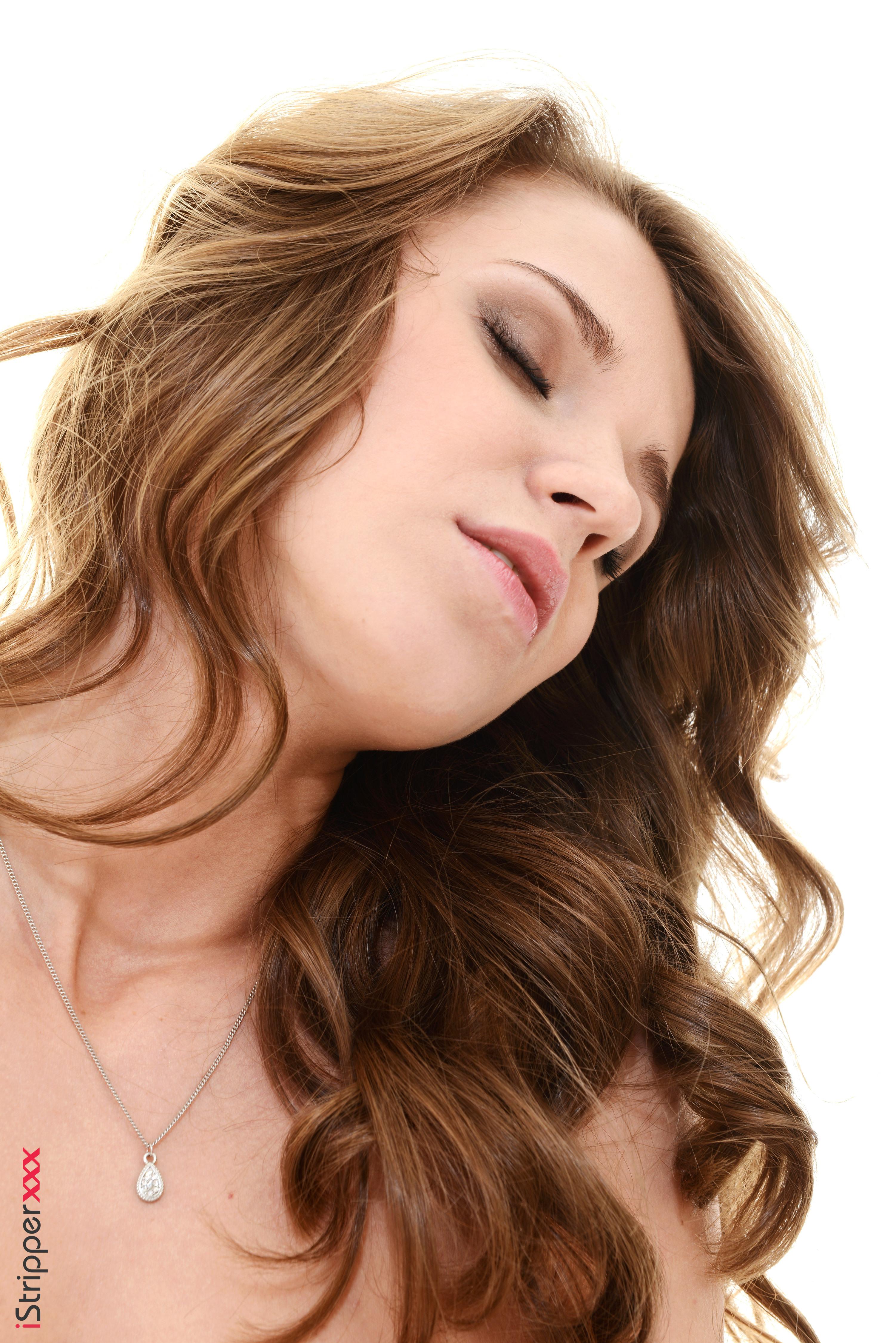 close up lesbian oral
